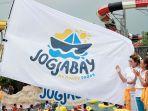 pengibaran-bendera-logo-baru-jogja-bay.jpg