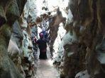 pengunjung-menjelahi-area-ngerit-stone-park-di-desa-senden.jpg