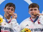 peraih-medali-emas-peraih-medali-emas-thomas-daley-kiri-dari-inggris-dan-matty-lee.jpg