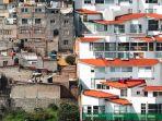 perumahan-elit-dan-kumuh-di-meksiko_20181101_113349.jpg