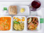 potret-perbedaan-makanan-di-pesawat-kelas-bisnis-dan-ekonomi_20181024_213003.jpg