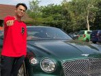 raffi-ahmad-foto-bersanding-dengan-mobil-impiannya_20181009_211014.jpg