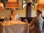 restoran-inn-at-little-washington-gunakan-manekin-vintage.jpg