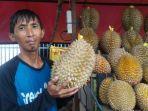 sakim-hidayat-35-satu-diantara-pedagang-durian.jpg