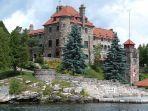 singer-castle-satu-kastil-unik-di-dark-island.jpg