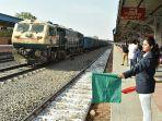 stasiun-kereta-gandhi-nagar_20180220_213922.jpg
