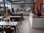 suasana-bagian-dalam-loko-coffee-shop-di-stasiun-bandung.jpg