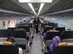 suasana-di-dalam-gerbong-kereta-api_20180103_075843.jpg