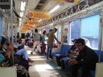 suasana-di-dalam-krl-commuter-line_20170629_195245.jpg