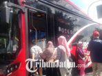 suroboyo-bus-saat-melayani-penumpang-di-terminal-purabaya-surabaya.jpg