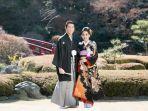 syahrini-dan-reino-barack-pakai-kimono-di-jepang.jpg