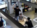 tangkapan-kamera-cctv-pria-yang-memukul-pengunjung-secara-random.jpg