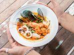 tom-yum-goong-kuliner-khas-thailand-yang-cocok-dengan-lidah-orang-indonesia.jpg