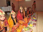 tradisi-aneh-di-india_20170724_162945.jpg