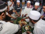 tradisi-megibung-saat-bulan-ramadan-di-kepaon.jpg