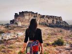 traveler-berkunjung-ke-tempat-wistaa-mehrangarh-fort-di-india.jpg