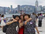 turis-turis-dari-daratan-china-mengunjungi-avenue-of-stars-di-tsim-sha-tsui.jpg