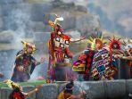 upacara-pemujaan-dewa-matahari-yang-diperagakan-kembali-lewat-festival-inti-raymi-di-peru.jpg