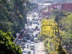 volume-kendaraan-yang-melintas-jalur-puncak-kecamatan-cipanas-kabupaten-cianjur-jawa-barat.jpg