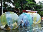 wahana-permainan-bola-air-di-taman-wisata-matahari_20180310_182817.jpg