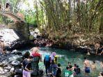 warga-memenuhi-wisata-air-blue-lagoon-di-widodomartani-ngemplak-pada-minggu-05052019.jpg