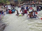 warga-saat-bermain-di-waterpark-alam-aliran-sungai-cidadap-cibulaklak.jpg