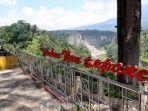 wisatawan-berfoto-di-taman-panorama-ngarai-sianok-di-kota-bukittinggi.jpg