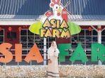 wisatawan-yang-sedang-berpose-di-satu-spot-instagramable-asia-farm-house.jpg