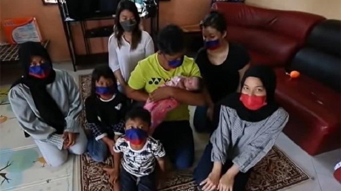 Hamdan bersama 7 anaknya
