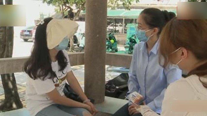 Liao saat diwawancarai wartawan, menangis ceritakan nasibnya