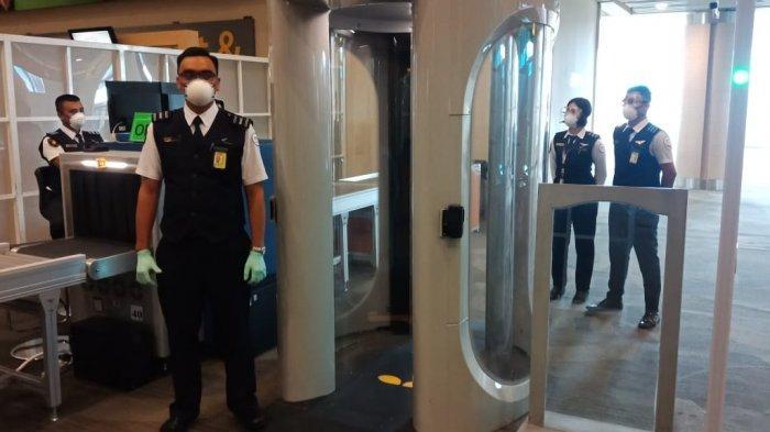Antisipasi Virus Corona, Petugas Bandara I Gusti Ngurah Rai Gunakan APD Selama Bertugas