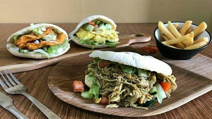 Lezatnya Betutu Pita Burger, Menu Unik Yang Memadukan Cita Rasa  Western Dan Bali