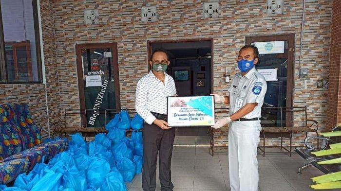 Karyawan Jasa Raharja Bali Salurkan APD ke RSUP Sanglah