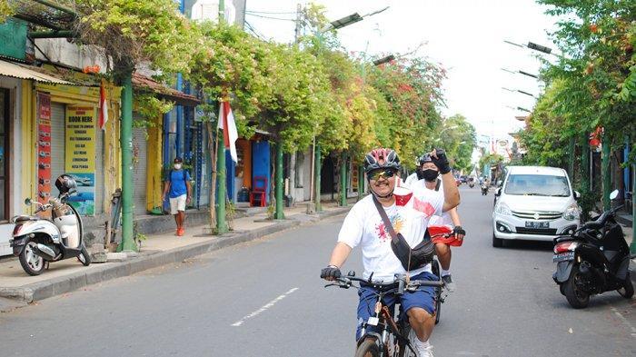 Peringati Kemerdekaan RI ke-75,Grand Istana Rama Hotel Gelar Aksi Sosial dan Gowes Bareng