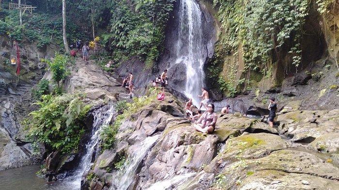 Segarnya Kolam Alami di Taman Sari Waterfall