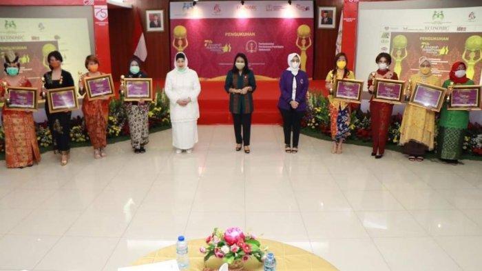 A.A.A.Ngurah Tini Rusmini Gorda Raih PenghargaanAnugerah Perempuan Indonesia (API) 2020