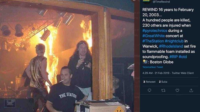 Kebakaran di tengah konser rock yang digelar di sebuah kelab malam di Rhode Island pada 20 Februari, tepat 18 tahun silam