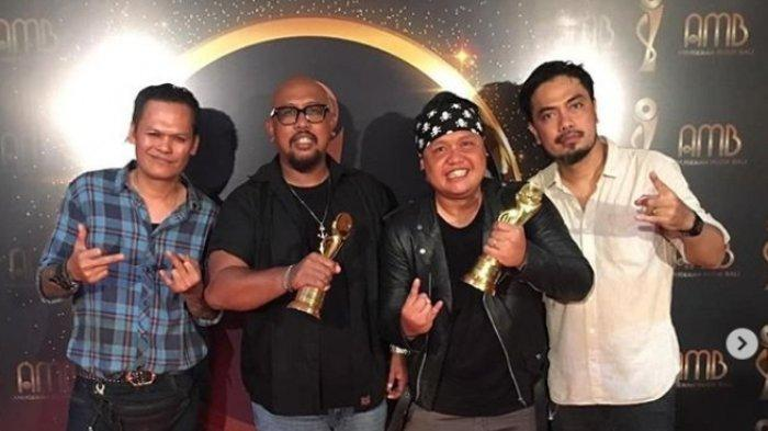 Lolot Band Sabet Dua Piala Album Lagu Berbahasa Bali Terbaik dan Grup Berbahasa Bali Terbaik