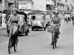 kawasan-jalan-gajah-mada-denpasar-tahun-1978-kala-bemo-dan-pesepeda-merajai-jalanan.jpg