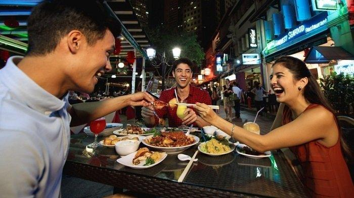 7 Kebiasaan Terlarang di Singapura, Termasuk Makan di Kereta Api
