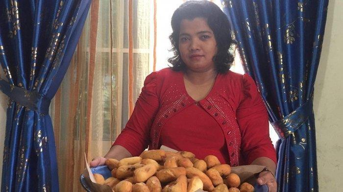 Pengusaha Roti Goreng alias Luti Gendang Khas Tarempa, Alinda Wati telah merintis usaha 14 Tahun lebih, kini usaha Roti Gorengnya sudah terkenal di Malaysia dan Singapore