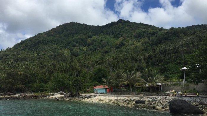 Pemandangan di pantai Arung Hijau, Desa Tiangau, Kecamatan Siantan Selatan, Anambas.