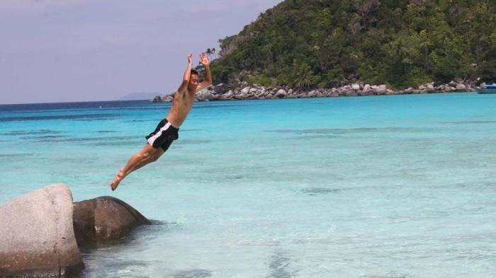 di Pulau Penjalin besar sangat pas untuk kegiatan snorkeling hingga scuba diving.