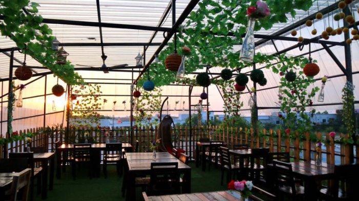Socialite's Crib Cafe & Bar