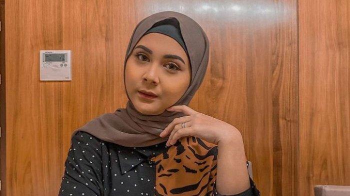 Terkena Tumor Payudara di Usia Muda, Ini Profil Kesha Ratuliu