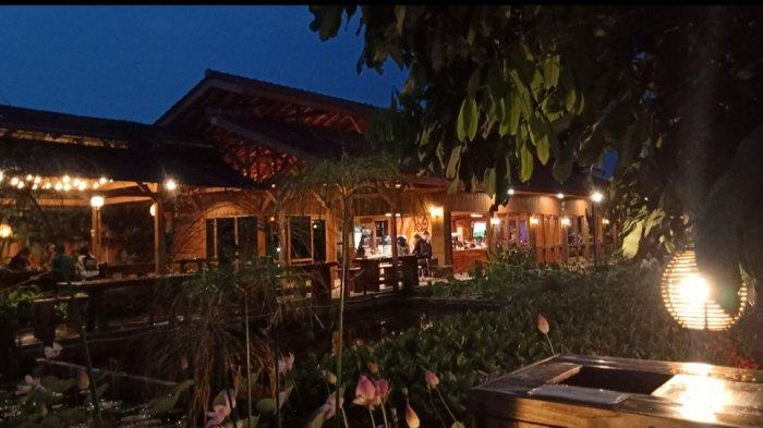 Tempat Ngafe yang Nyantai, Seru, dan Sejuk di Bekas Pabrik Konfeksi, Tersedia Aneka Kopi dan Makanan