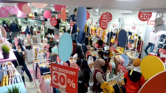 Grand Opening 3 Second Store di Yogya Kepatihan, Bandung, Sabtu (3/4/2021).