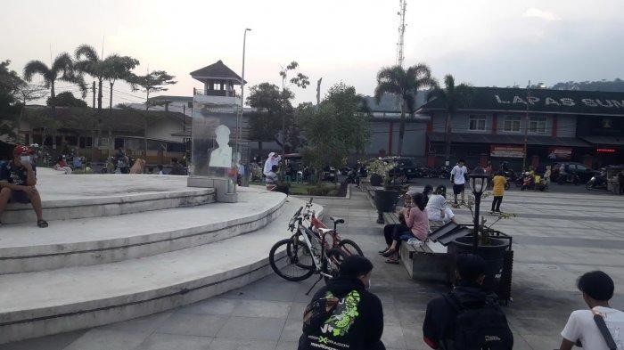 Suasana Alun-Alun Sumedang pada libur lebaran, Minggu (16/5/2021)