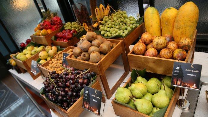 Aneka buah segar di Sadrasa Restaurant Pullman Bandung Grand Central