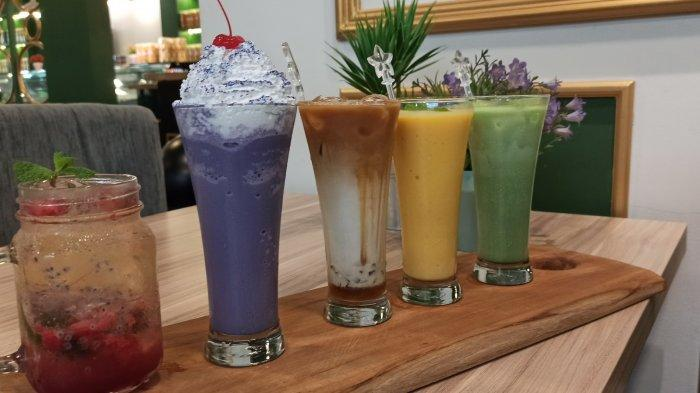 Aneka minuman di Sprekken Cafe, Jalan Bangreng No 3 Bandung